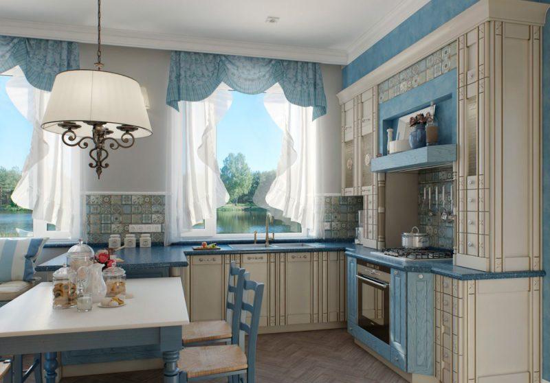 Декор окна кухни: короткие занавески