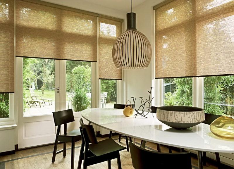 Как выбрать материал для рулонной кухонной шторы
