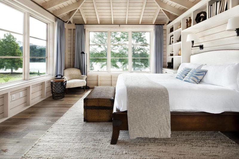 Деревянный дом: как повесить шторы