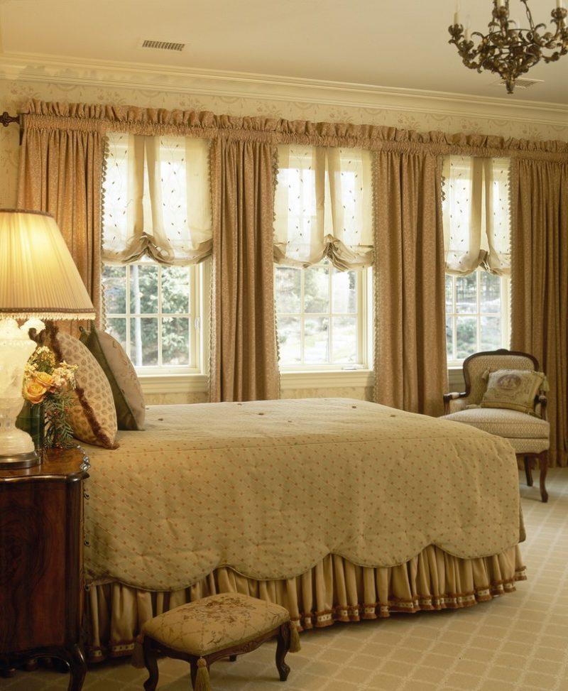 Короткие шторы для спальни: выбор стиля