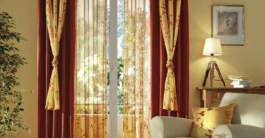 Дизайн маленького окна шторами