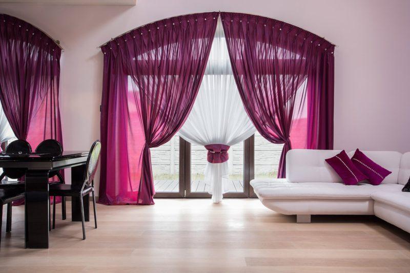 Фиолетовые шторы: украшение интерьера