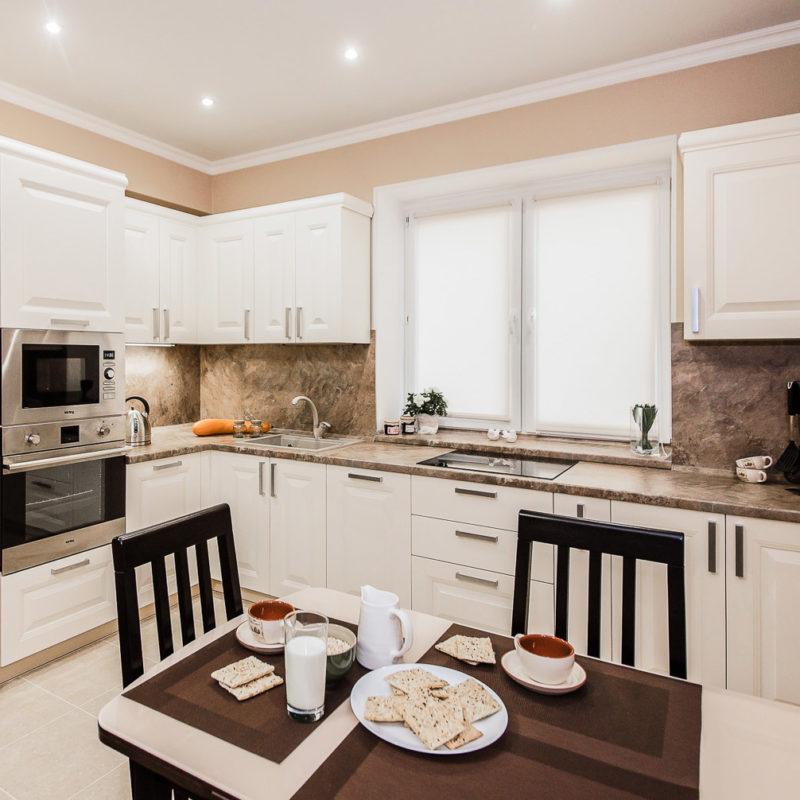 Кухня: дизайн натяжного потолка