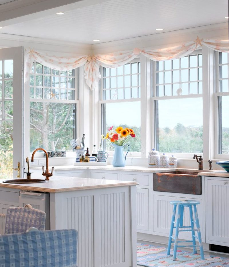 Дизайн кухни: украшаем окно ламбрикеном