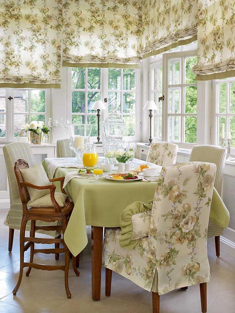 Шторы для кухни: варианты рулонных штор