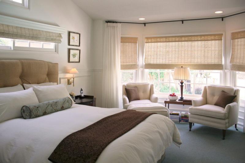 Короткие шторы в спальню: современные модели