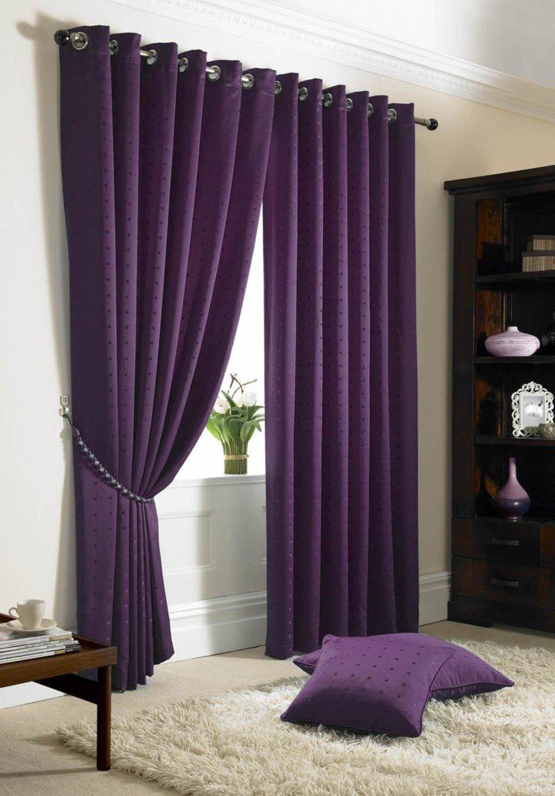Декор окна: фиолетовые гардины