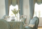 Как оформить гостиную с двумя окнами