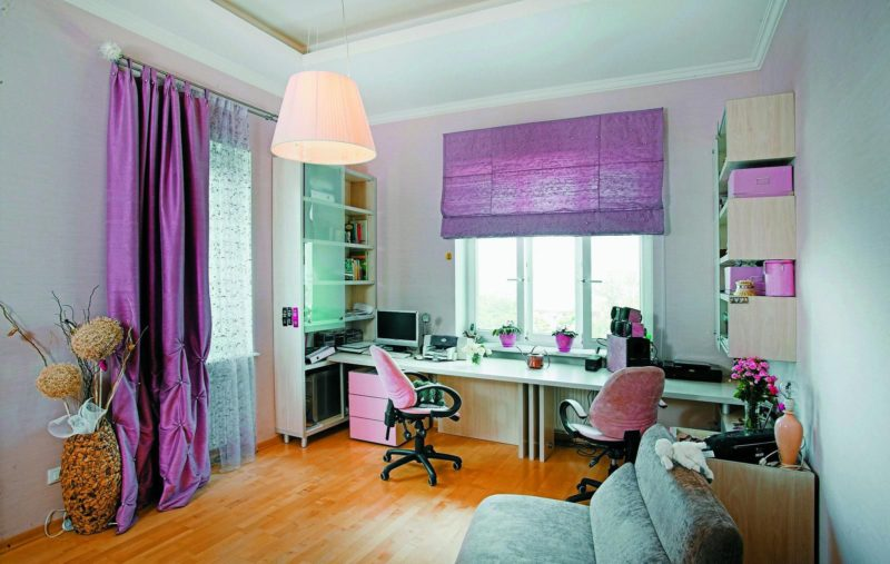 Римские шторы в интерьере фиолетового оттенка