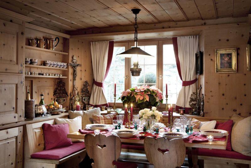 Деревянный дом: маленькие шторы