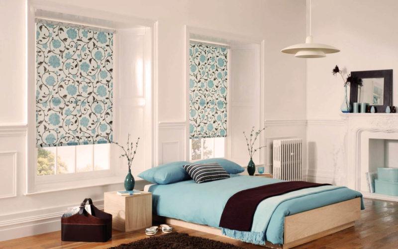 Особенности коротких штор до подоконника для спальни