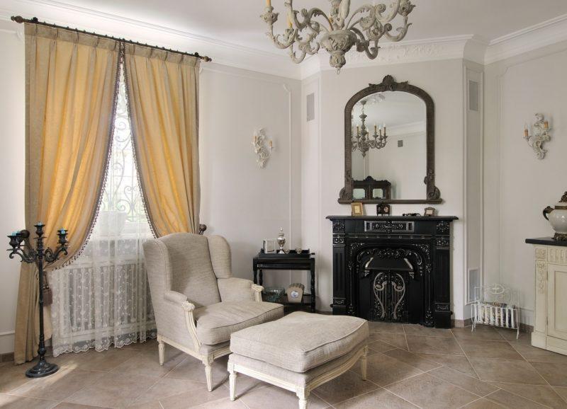 Белый текстиль для небольшого окна