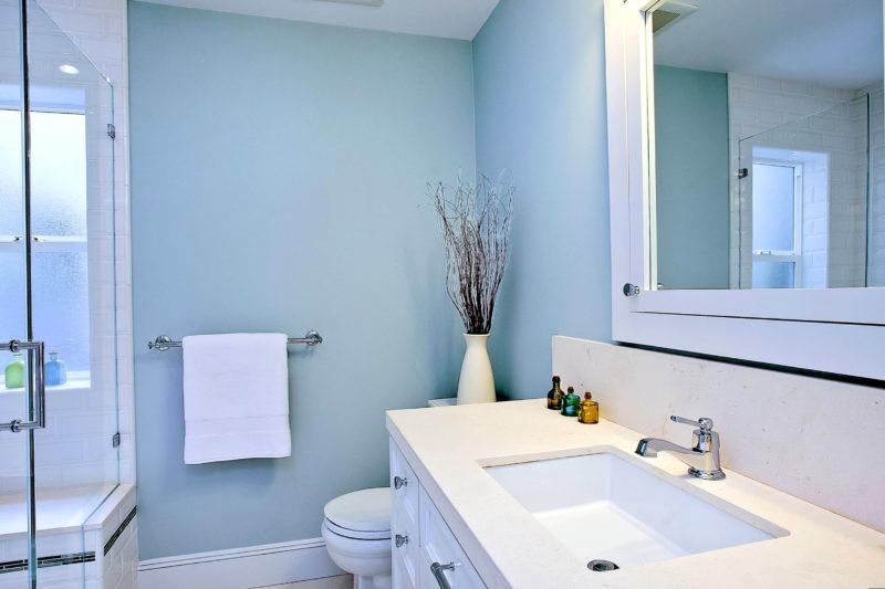 Покраска стен в ванной: особенности отделки