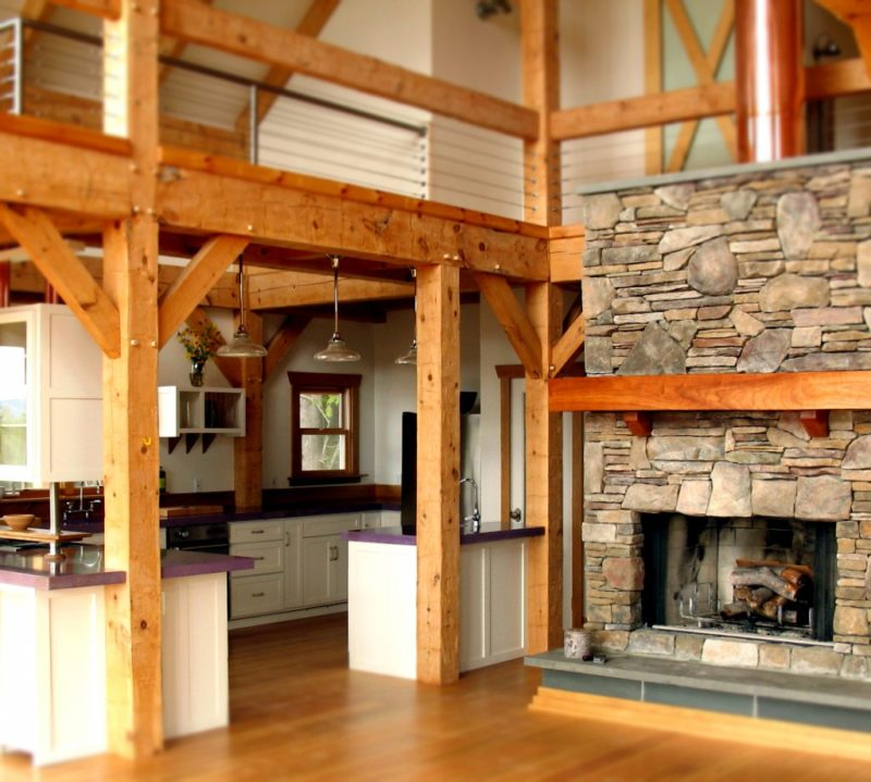 Деревенский дом и камень в отделки
