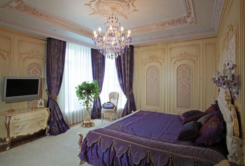 Спальня: дизайн фиолетовыми шторами